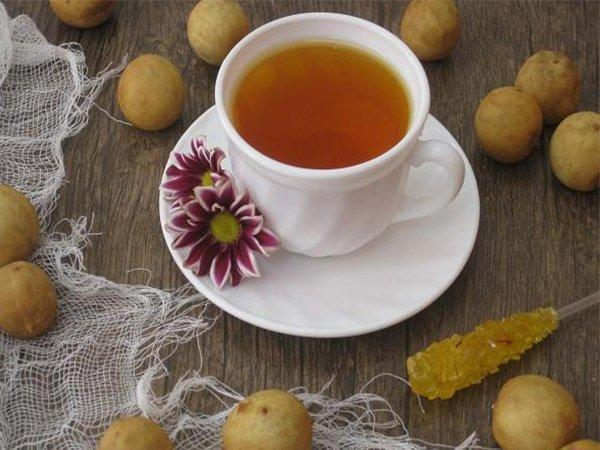 لذت نوشیدن دمنوش لیمو عمانی از نوع سماور ذغالی برنجی